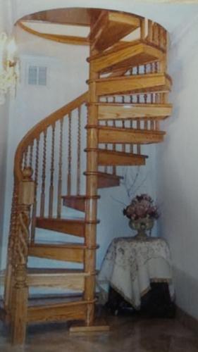 Helezon ahşap merdiven 04